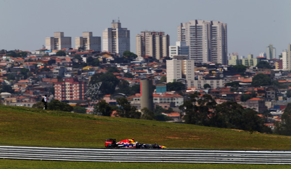 Red Bull, rodando en Interlagos.